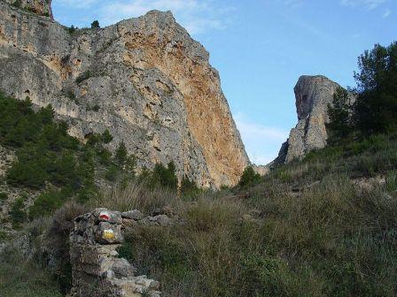 Barranco en Sierra Mariola, senderismo