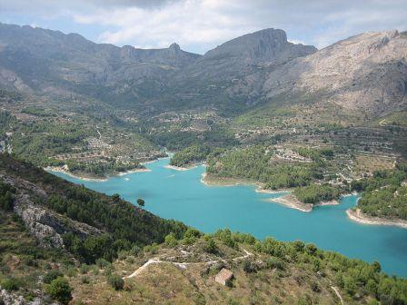 El embalse y valle del Guadalest