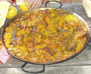 paella valenciana pollo, conejo, verduras y caracoles