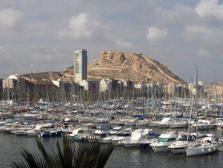 puerto y el Castillo de Alicante