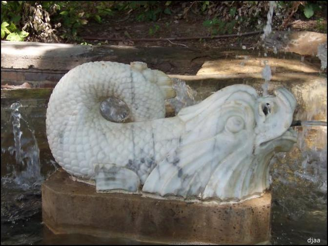 Ornamentos de la fuente Triton en Valencia