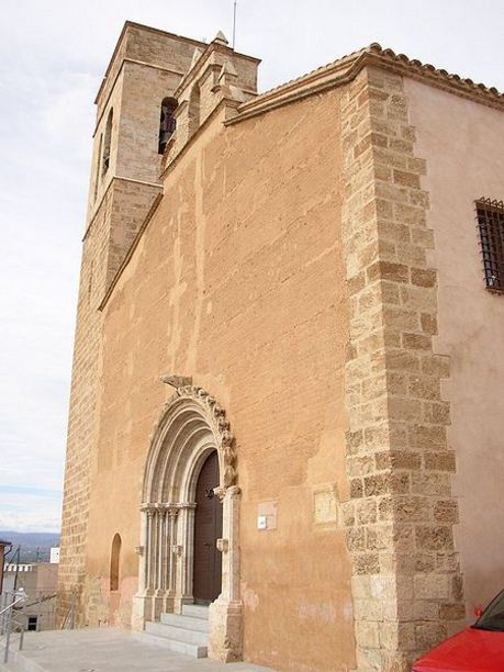 Vista lateral de la Iglesia de la Sang en Liria