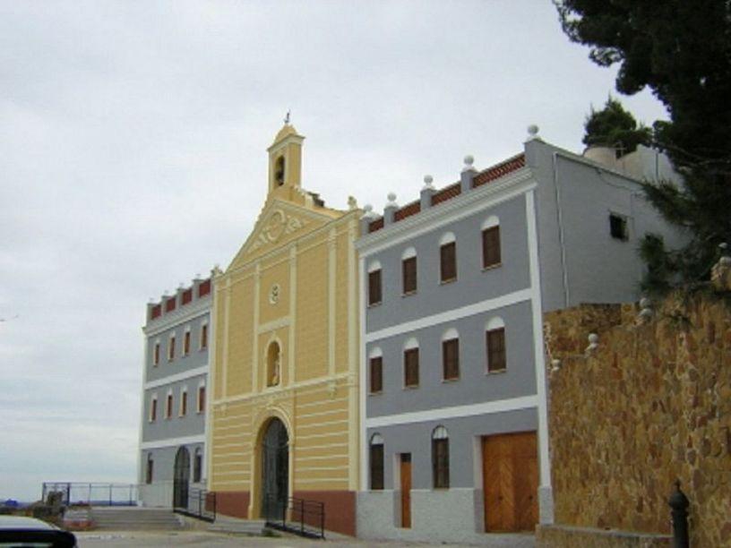 Vista lateral de la ermita de la Virgen de Montiel en Benaguacil