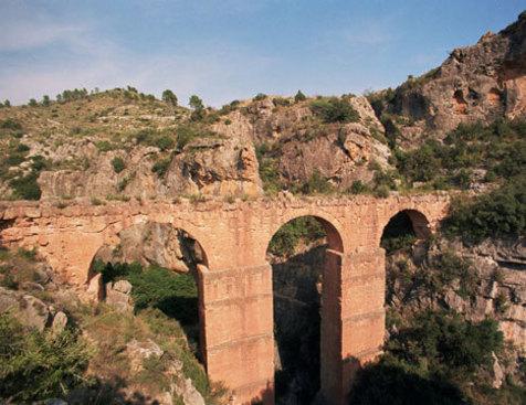 Acueducto romano de Peña Cortada,en el término de Calles.