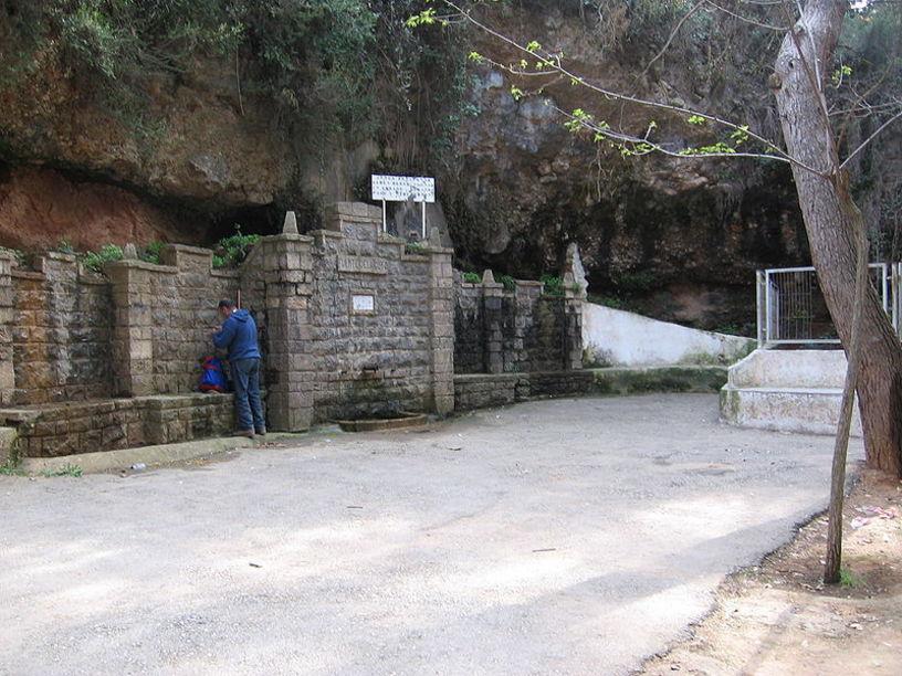 Vista general de la Fuente de la Gota en Siete Aguas
