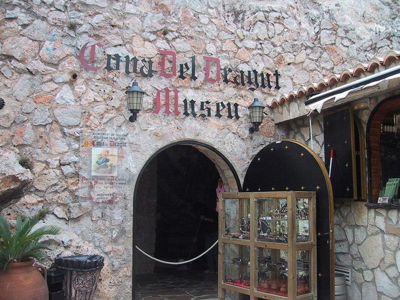 Fatxada de la Cova-Museu del Pirata Dragut