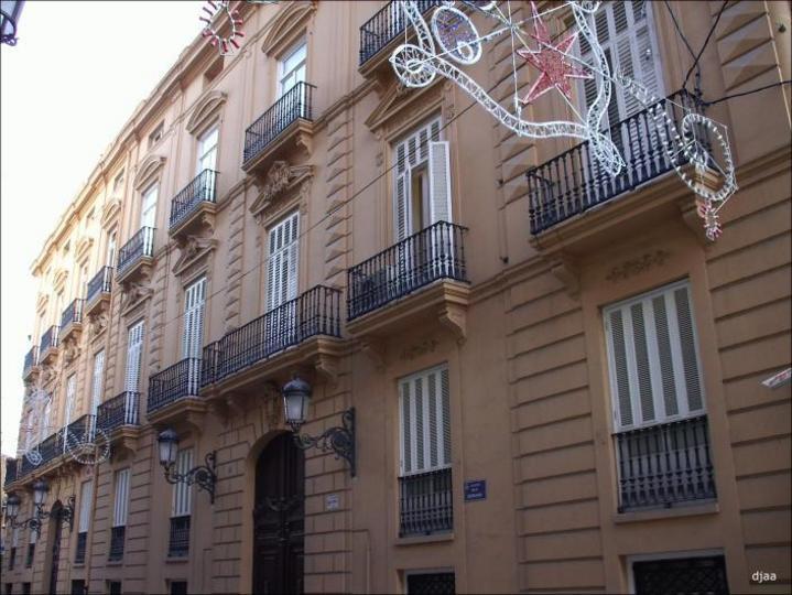 Detalle de los balcones de el Palacio de la Baylia