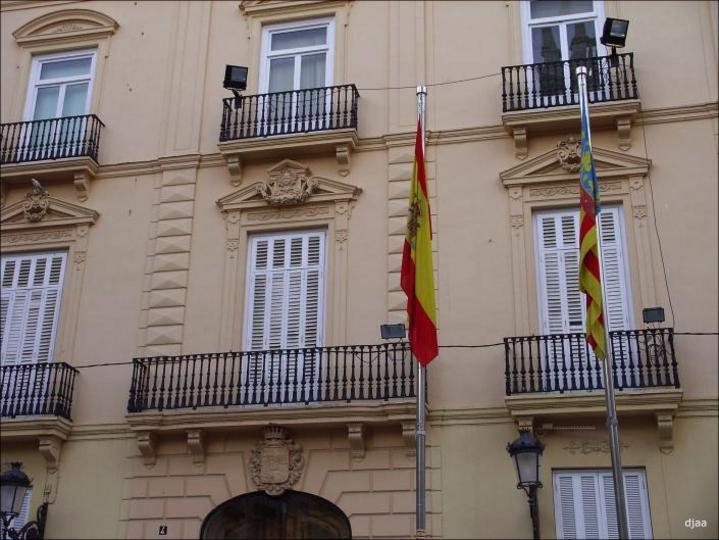 Banderas en el Palacio de Baylia Ciudad de Valencia