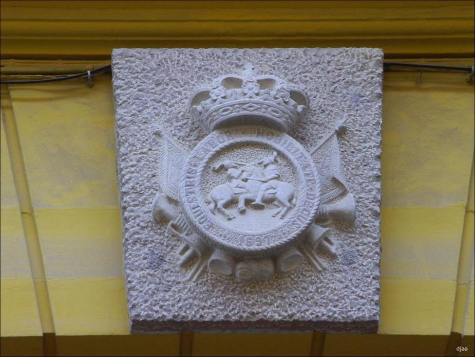 Detalle de el escudo de el Palacio de la Real del Maestranza de caballeria