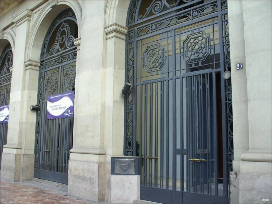 Rejas de el edificio de la Societe Generale
