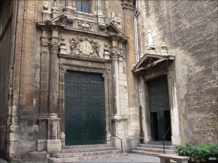 Puerta lateral de l'Església Sant Martin a València