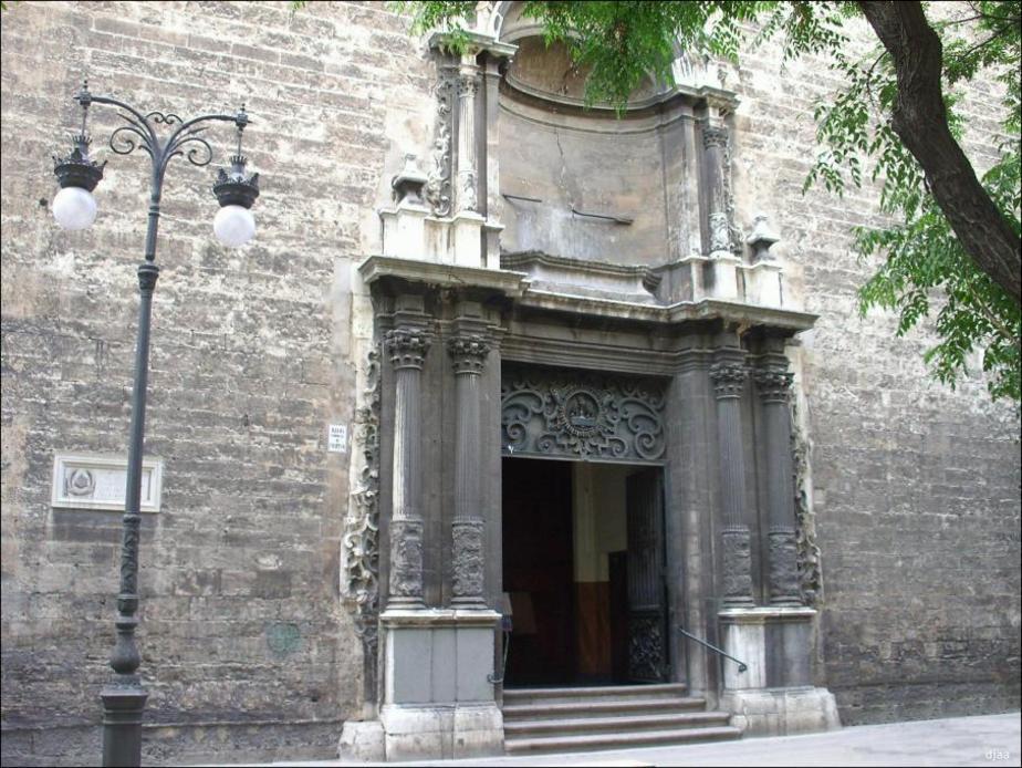 Vista de la Portada de la Iglesia San Martin