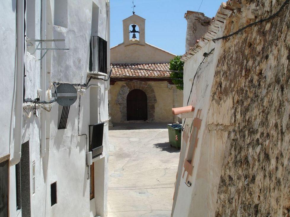 Vista de la  Ermita de la Sta. Cruz en Chelva