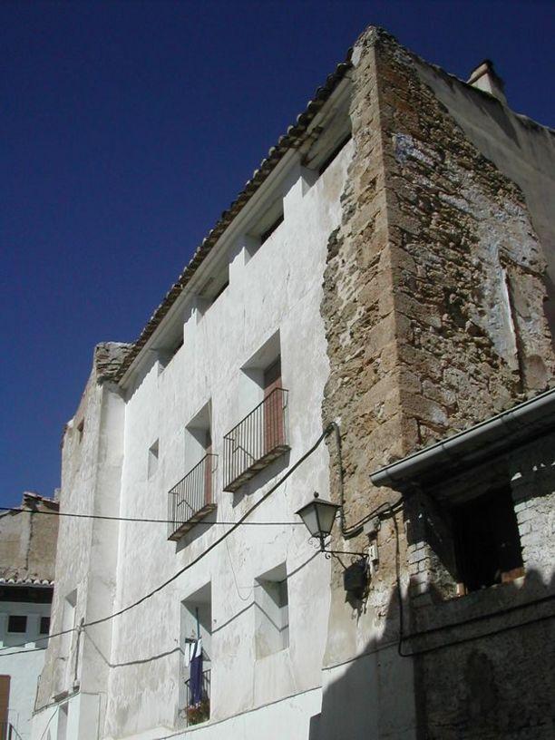 Restos de edificaciones medievales en Chelva