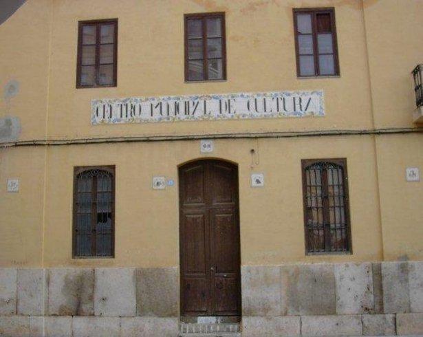 Fatxada de la casa de la cultura a Alfara del Patriarca