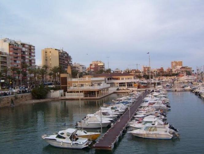 Vista del puerto deportivo de torrevieja