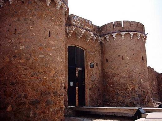 Puerta i torres del castillo Onda