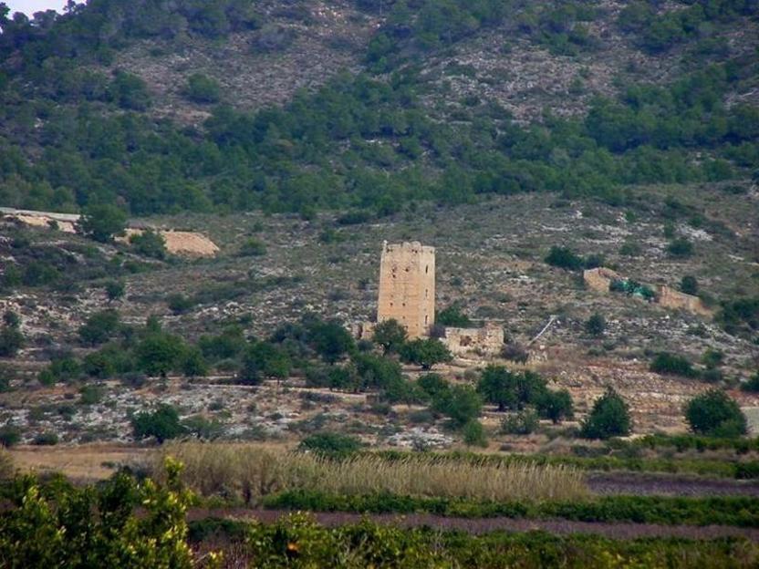 Castillo de Alédua, al norte de Llombay
