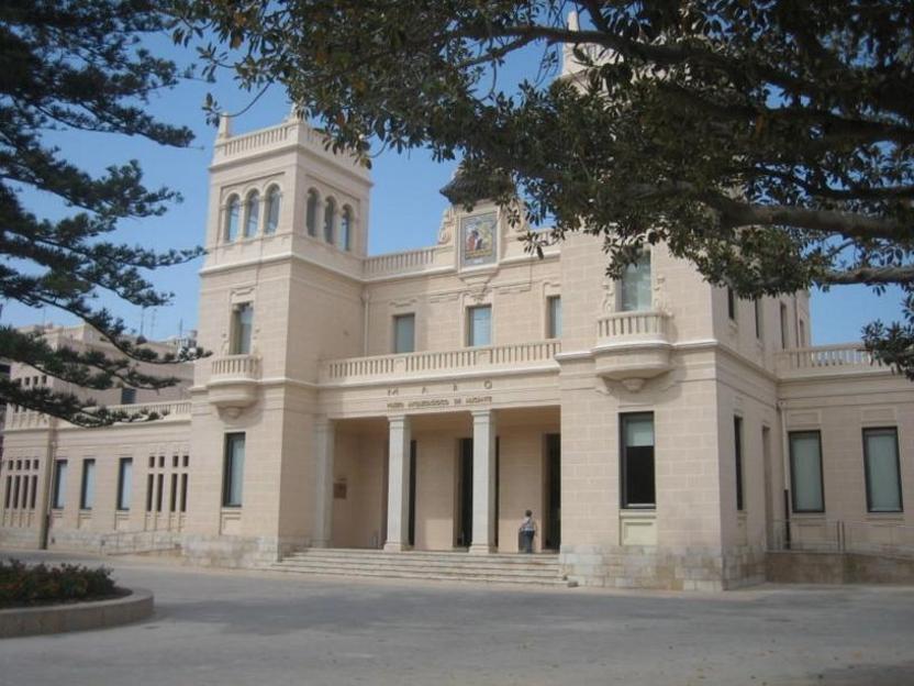 Fachada principal del Museo Arqueológico Provincial de Alicante