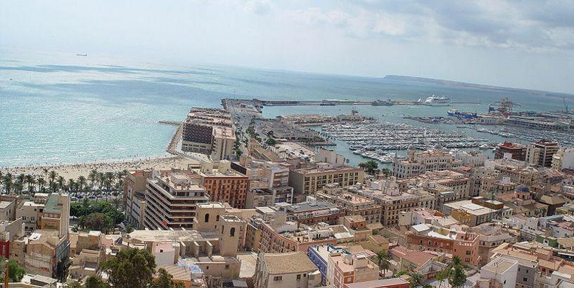 Vista panorámica de la ciudad de Alicante y su Puerto Marítimo