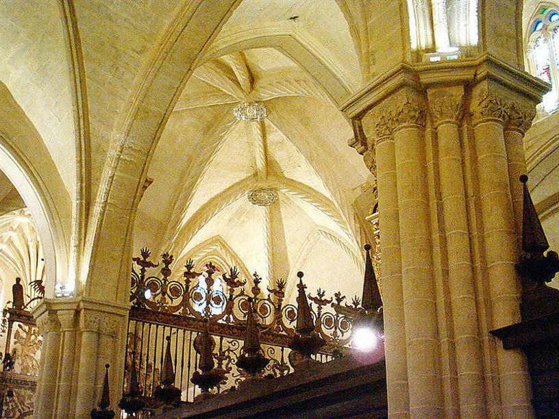 Crucero y rejería del interior de la catedral de Orihuela
