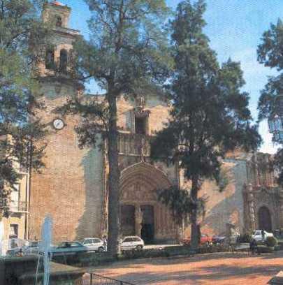 Frente de la Iglesia de Santiago Apostol de Orihuela
