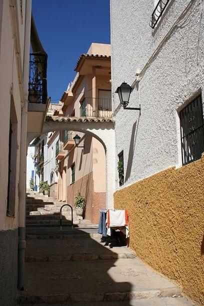 Típica calle de la localidad de Calpe