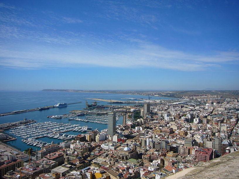 Vista panorámica del Puerto de Alicante desde el Mirador del Castillo Santa Bárbara