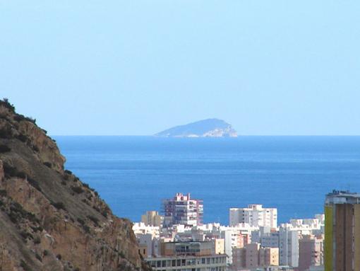 Vista de la Isla de Benodorm desde el castillo
