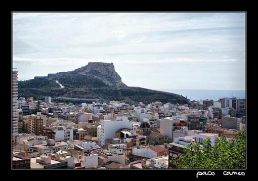 Alicante y el Castillo San fernando al fondo