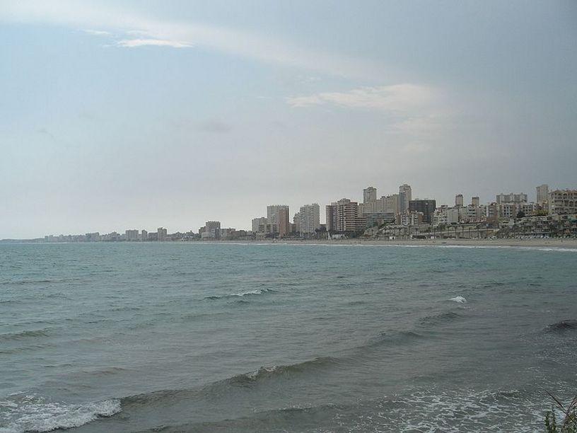 Vista de la playa de San Juan desde la entrada a La Font,  Alicante