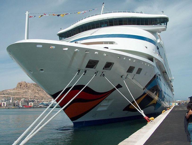 Visita de uno de los cruceros en Alicante