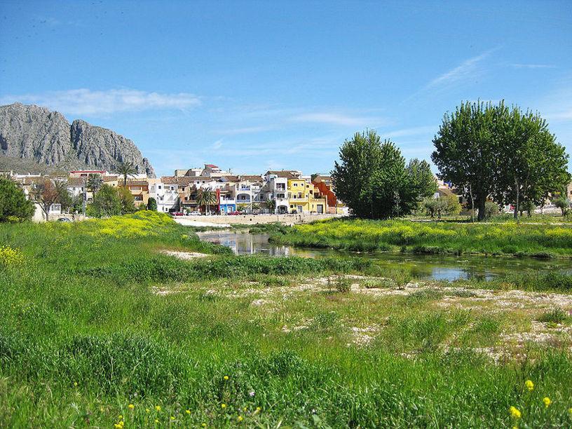 Rio Girona que atravisa Beniarbeig