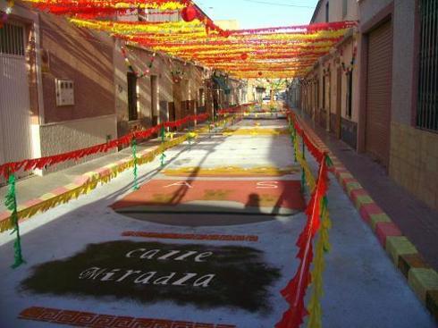Calle engalanada de Aspe
