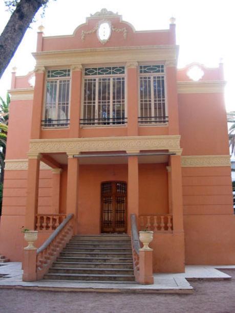 Fachada de la Casa grande del Jardín de la Música de Elda,