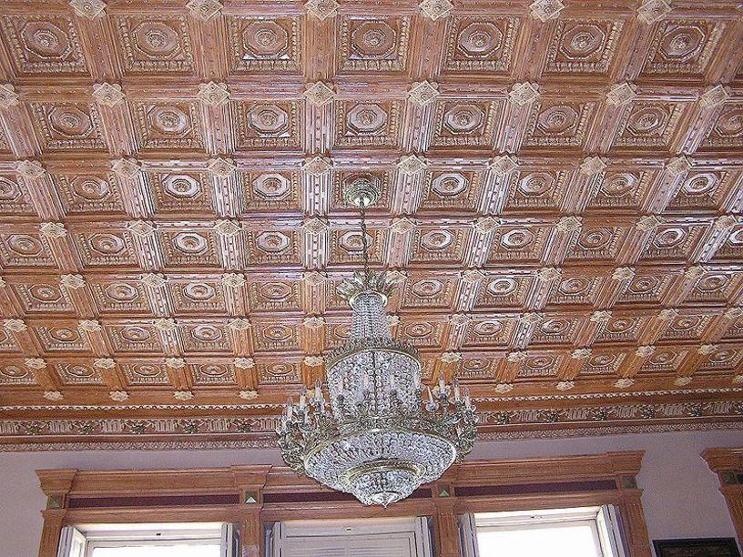 Detalle de la decoración del techo del Casino de Novelda
