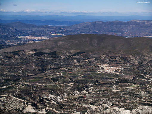 Benasau vista desde lo alto de la sierra Serella