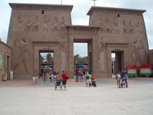 Piràmides i construccions egípcies de Terra Mítica