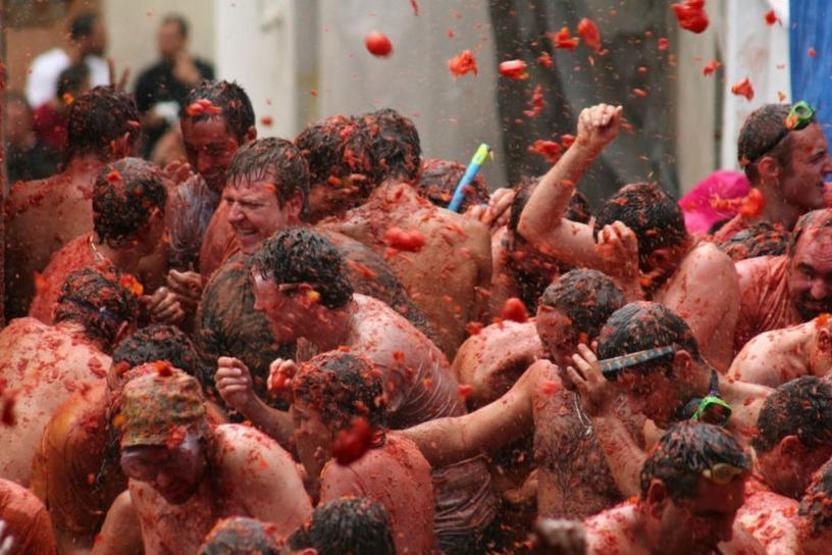 La Tomatina es una fiesta que se celebra en el municipio valenciano de Buñol,