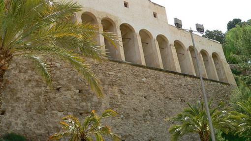 Vista lateral de el Palacio de Altamira en el Elche