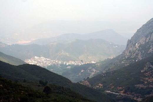 Dos Aguas es un municipio situado en la comarca denominada la Hoya de Buñol.