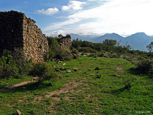 Restos de edificaciones que se encuentran en los senderos de Pedreguer