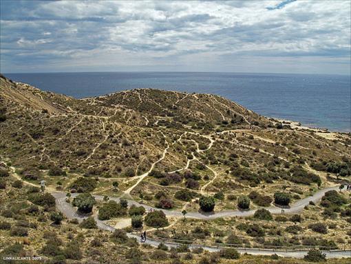 Vista de el mar y en terreno aledaño a la playa  Cala Cantalars de Cabo de los Huertos