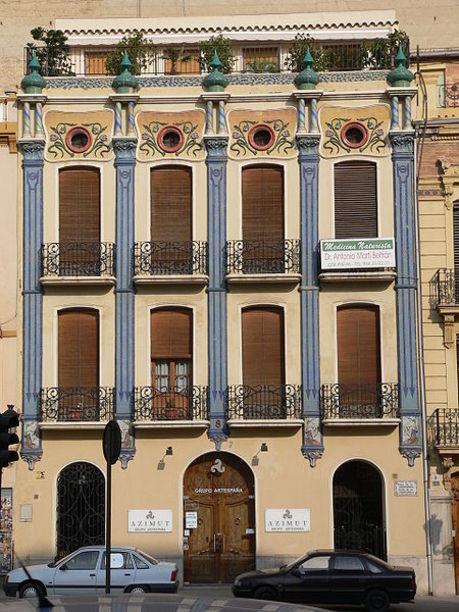 Edificio moernista cercano a la Plaza de la Independencia en Castellón de la Plana
