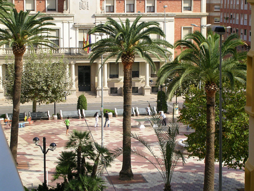 Palmeras y entorno de la Plaza Maria Agustina en Castellón de la Plana