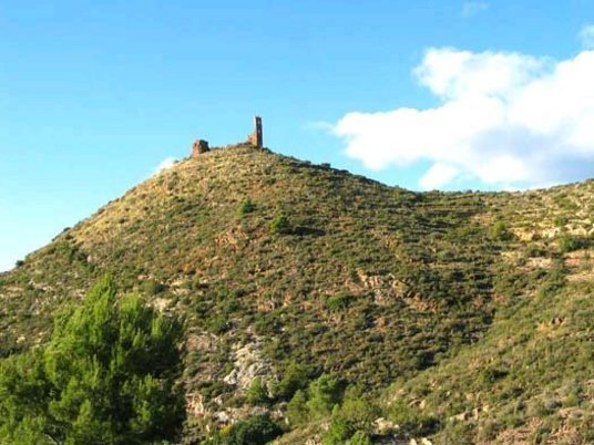 Vista de los restos del Castillo de Azuébar