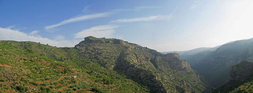Entorno del Castillo del Bou Negre entre Argelita y Ludiente