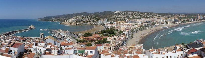 Vista panorámica de Peñíscola desde el castillo