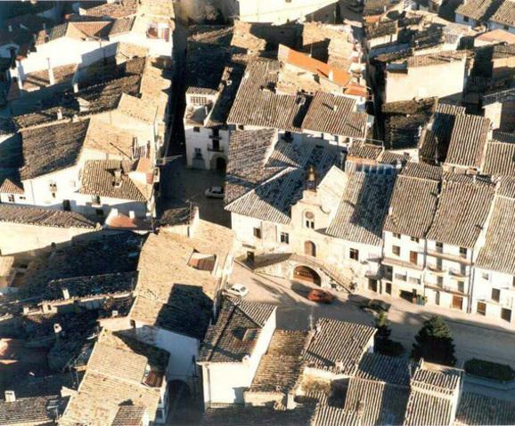 Vista aérea de la Casa de les Escaletes en Forcall
