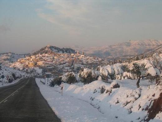 Pueblo Valenciano nevado Teresa de Cofrentes